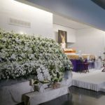 第54代横綱輪島大士さんの葬儀告別式。青山葬儀所の空に673個の金の風船を飛ばしてお別れ
