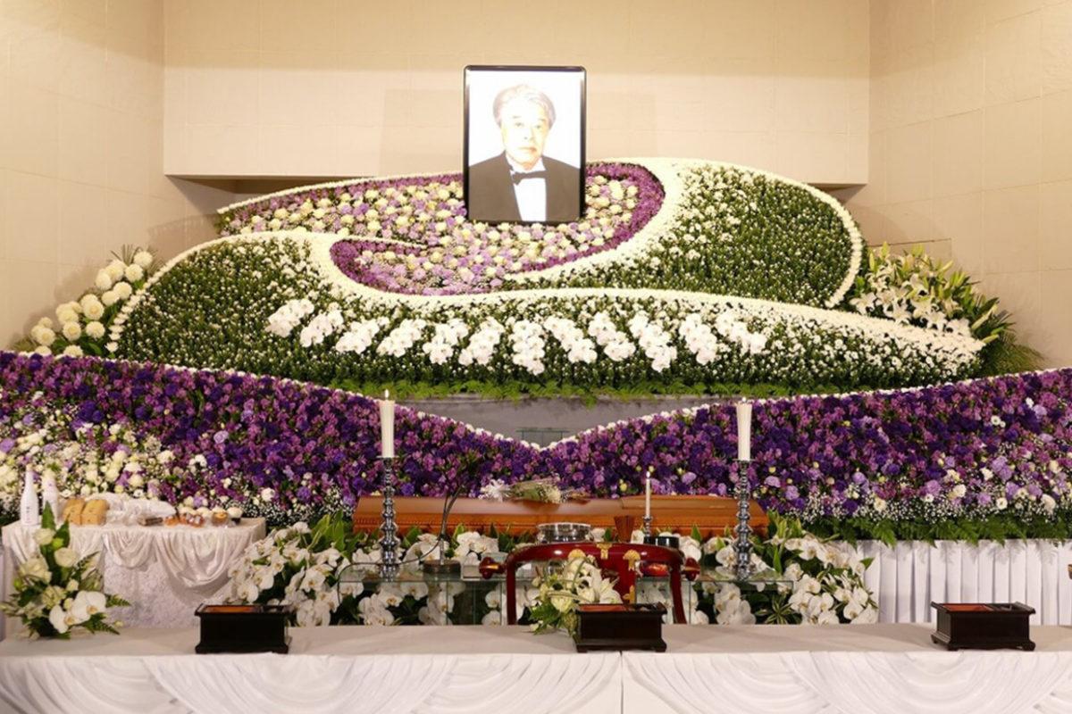 元第一プロダクション社長、岸部清さんの通夜式。2月18日、青山葬儀所で