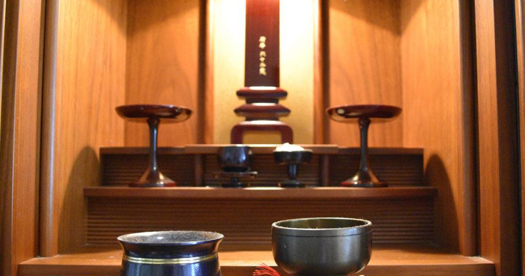 仏壇を処分する理由な大きく2つあります。ひとつは仏壇を置くスペースがないこと、もうひとつは継承者がいないということです。