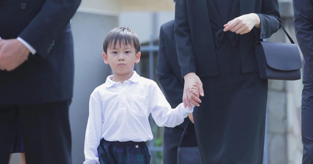 制服のある児童、生徒は制服を着用します