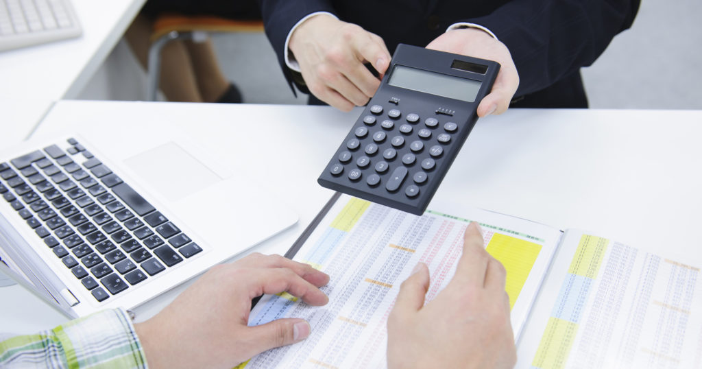 葬儀費用を安く抑える方法、その1として複数社から見積もりをとる