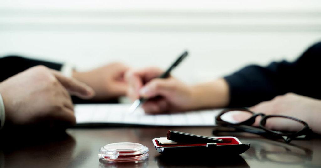 余命宣告がされた場合、保険の確認や相続の準備をします