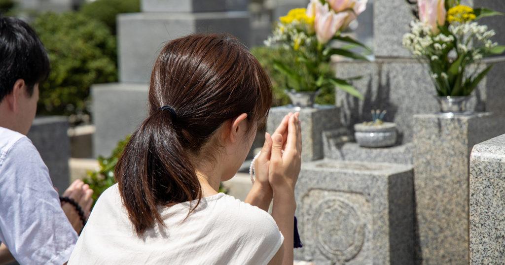 彼岸の入りの日には、まずご先祖様への感謝の気持ちを伝えるために、仏壇や墓石を掃除します。