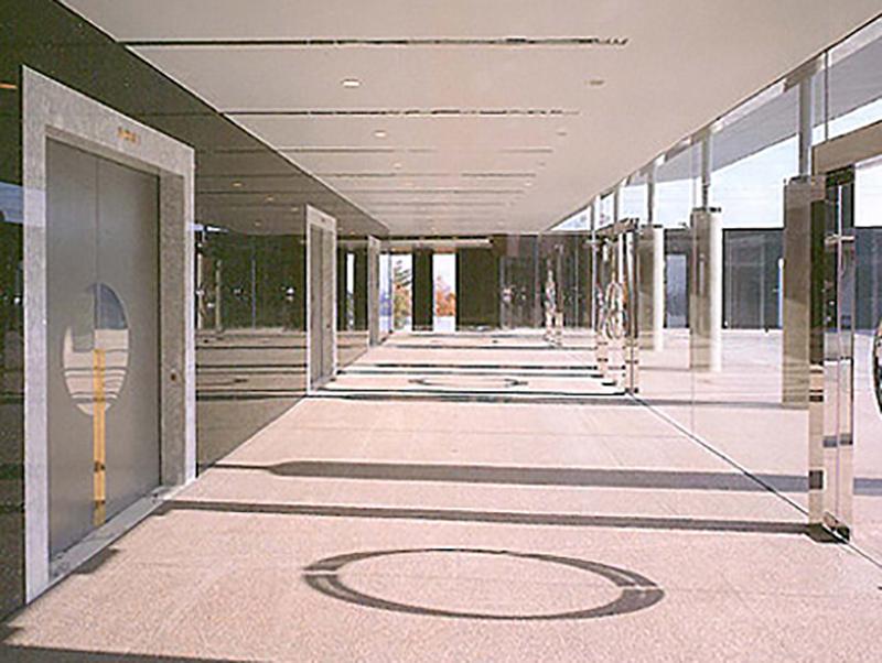 飯森斎場のエントランス・外観。大阪府四條畷市にある公営の火葬場で、大東市民が利用できる
