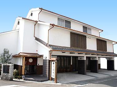 芋忠多目的ホールの外観。大阪市内で家族葬が可能な民営斎場